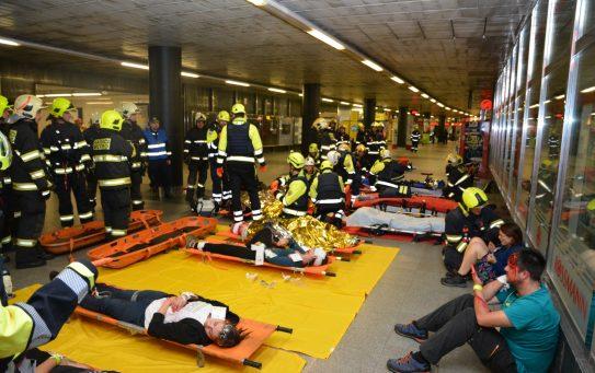 Cvičení Muzeum 2018: Teroristé zaútočili na civilisty v metru