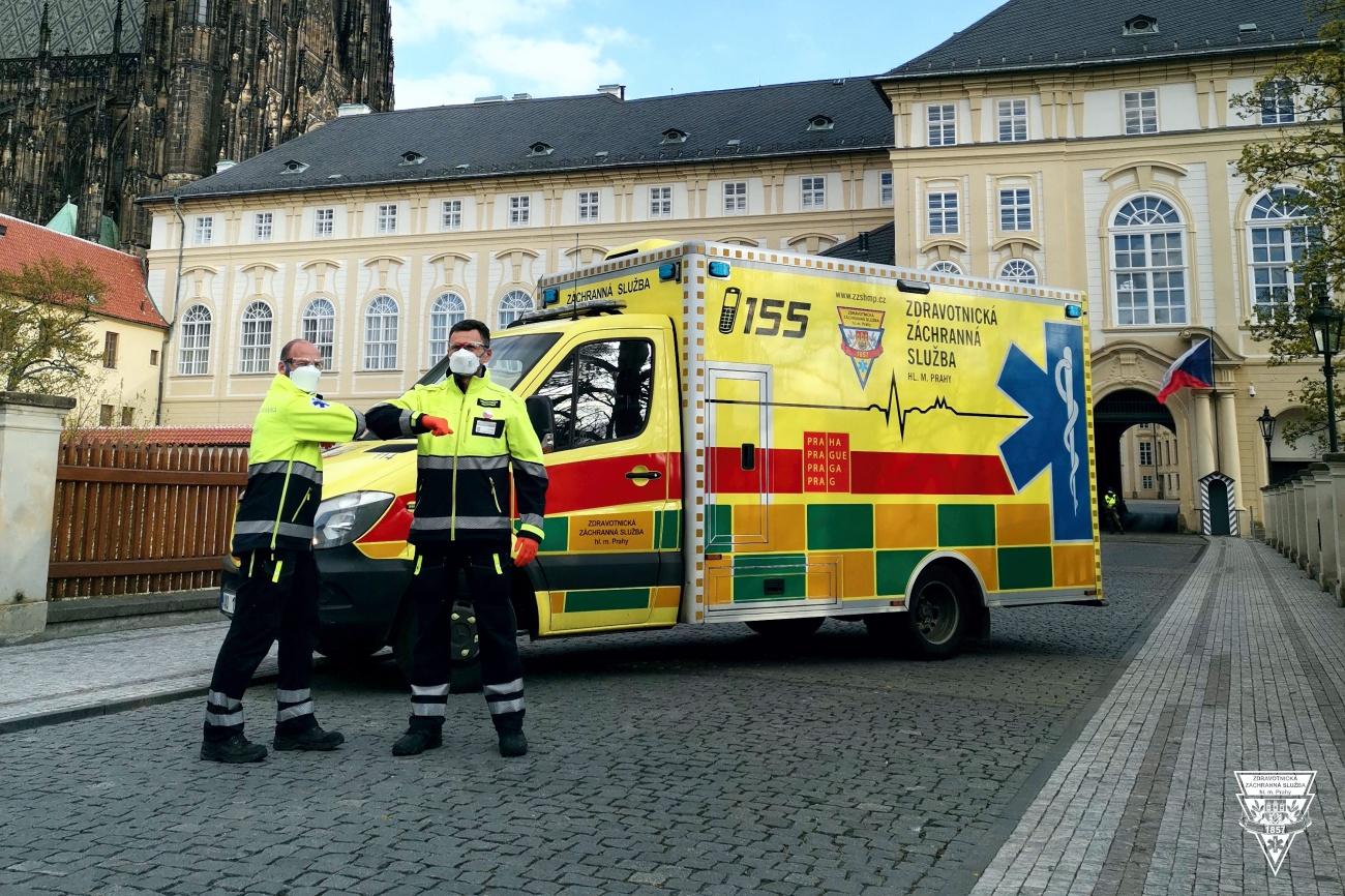 Nouzový stav pohledem pražské záchranky: tisíce spotřebovaných ochranných pomůcek, speciální týmy i děkovné video
