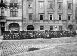 1927 - 1930 - sanitky na staromáku -foto